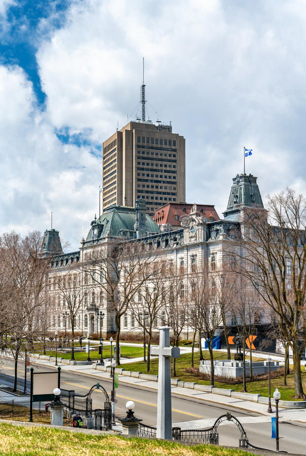 L'incrocio del sacrificio e la costruzione del Parlamento a Québec, Canada fotografie stock libere da diritti