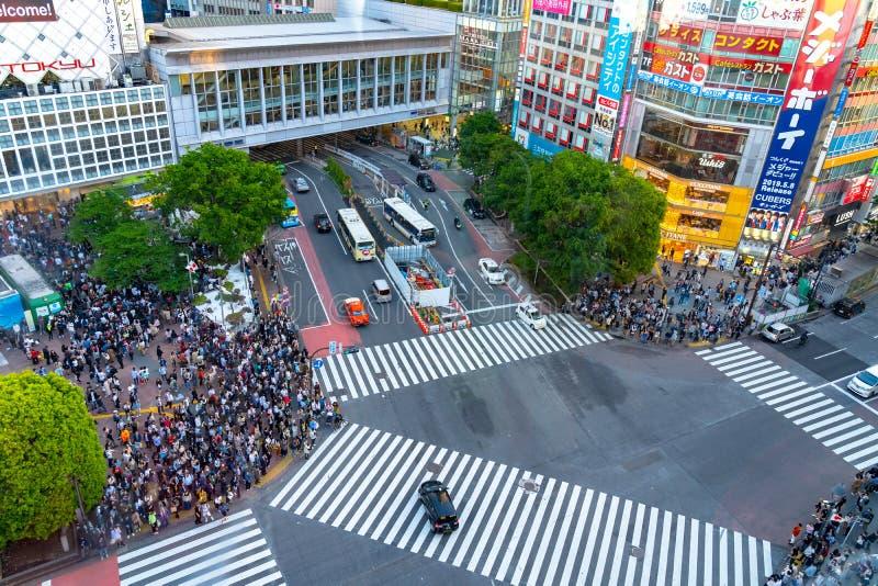 L'incrocio di Shibuya ? uno degli attraversamenti pi? occupati nel mondo fotografia stock