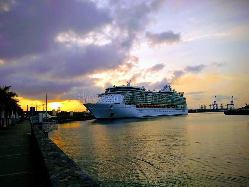 L'indépendance des mers sur le Las Palmas de port images libres de droits