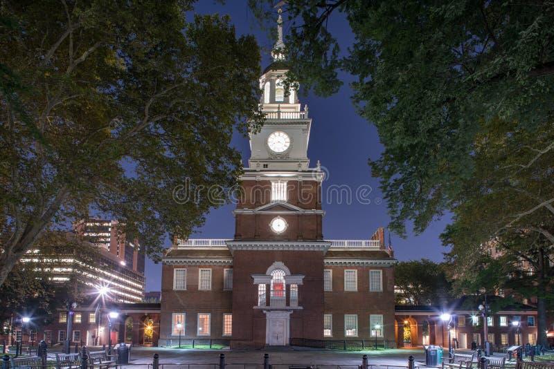 L'indépendance Hall la nuit image stock