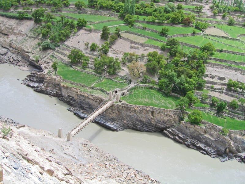 l'Inde, la passerelle par le fleuve Ind. photos libres de droits