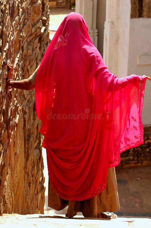 L'India; chittorgarh; donna alla cerimonia fotografia stock libera da diritti