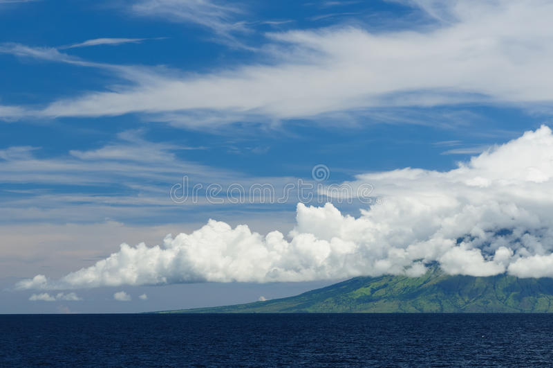 L'Indonesia, mare di Flores, Gunung api fotografia stock
