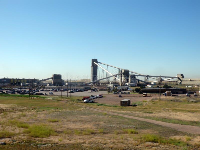 Download L'industrie Charbonnière Dans Les Prairies Photographie éditorial - Image du environnement, extrait: 45351492