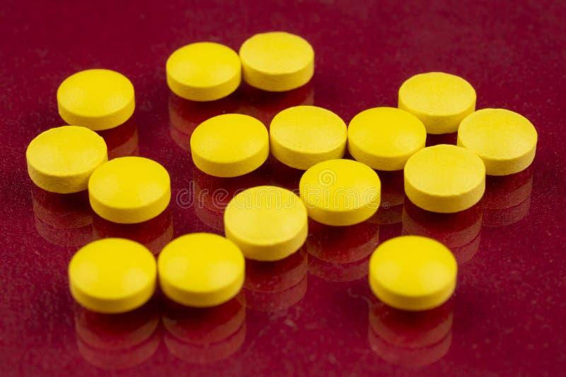 L'industrie pharmaceutique dope des vitamines de pilules image libre de droits
