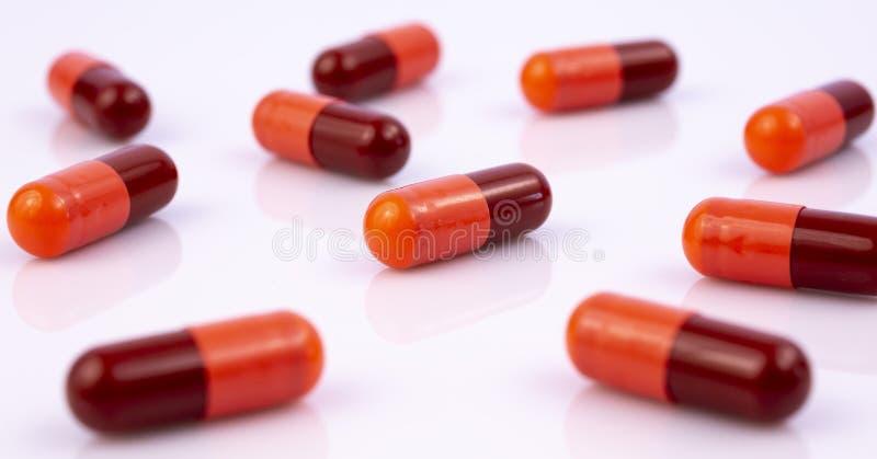 L'industrie pharmaceutique dope des vitamines de pilules photographie stock libre de droits