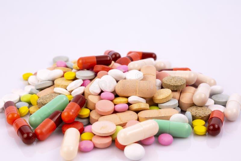 L'industrie pharmaceutique dope des vitamines de pilules photos stock