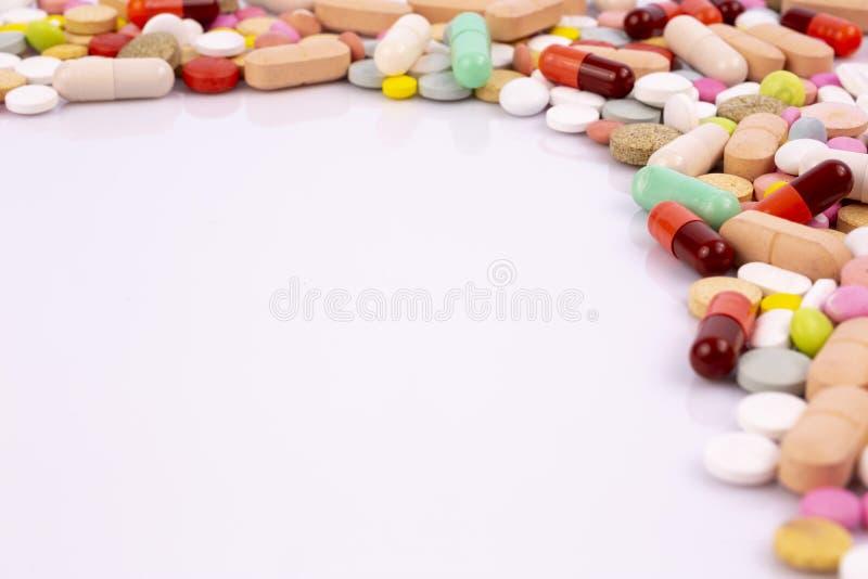 L'industrie pharmaceutique dope des vitamines de pilules photo libre de droits
