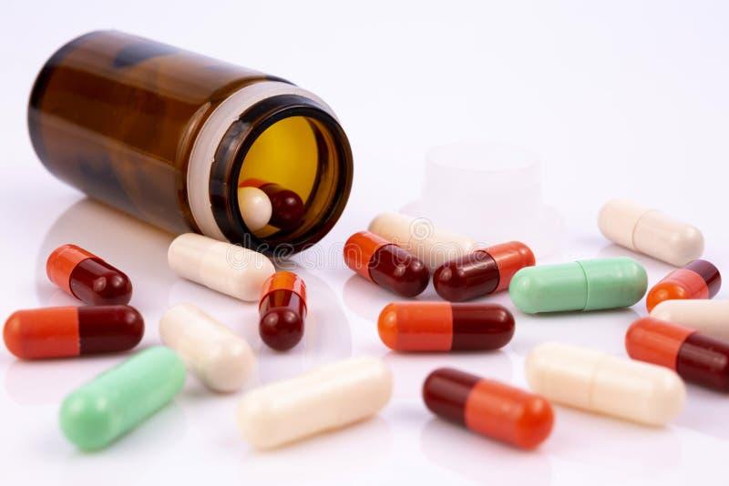 L'industrie pharmaceutique dope la bouteille de vitamines de pilules photos libres de droits