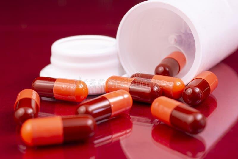 L'industrie pharmaceutique dope la bouteille de vitamines de pilules images stock