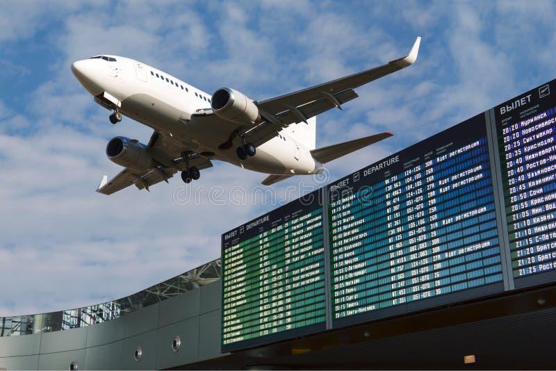 L'information de vol d'aéroport photos stock