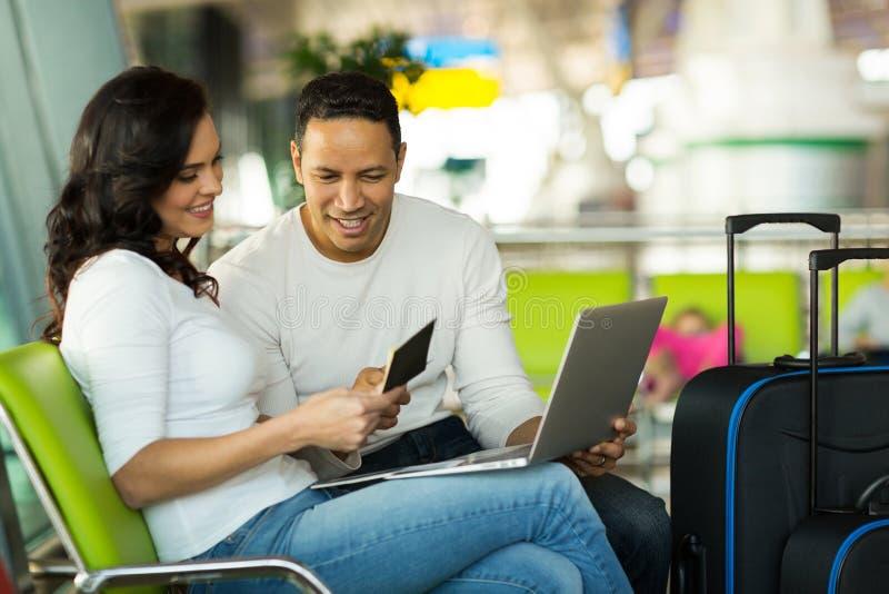l'information de vol de couples photographie stock