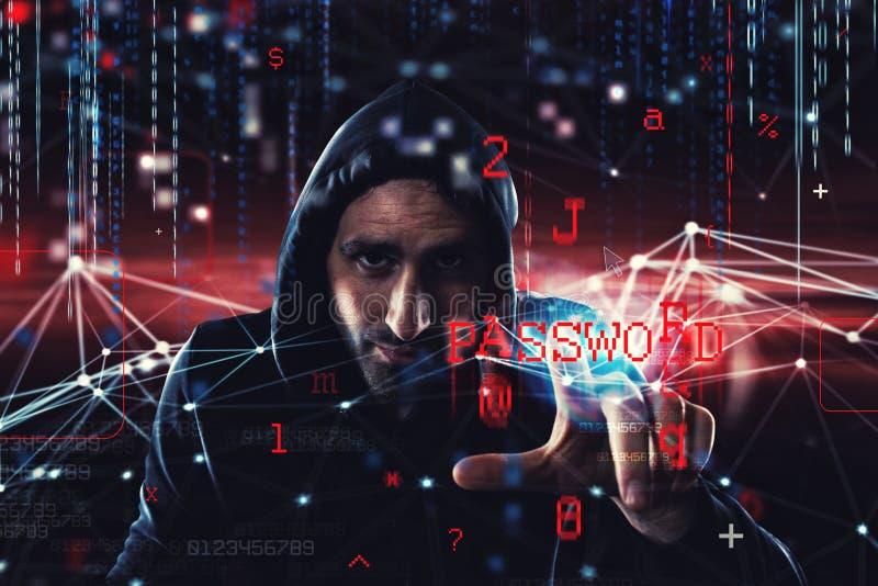 L'information personnelle de lecture de pirate informatique Concept de l'intimité et de la sécurité photographie stock libre de droits