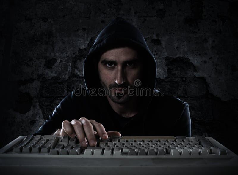 L'information personnelle de lecture de pirate informatique Concept de l'intimité et de la sécurité photo libre de droits