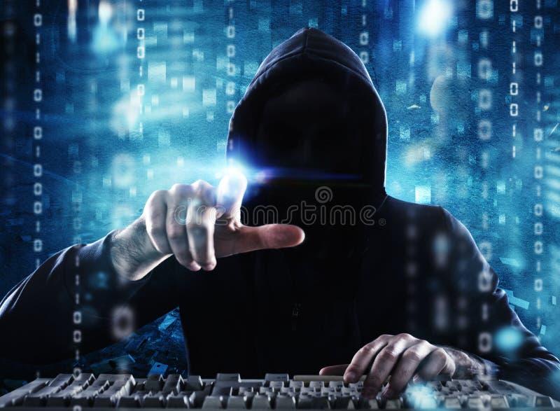 L'information personnelle de lecture de pirate informatique Concept de l'intimité et de la sécurité image libre de droits