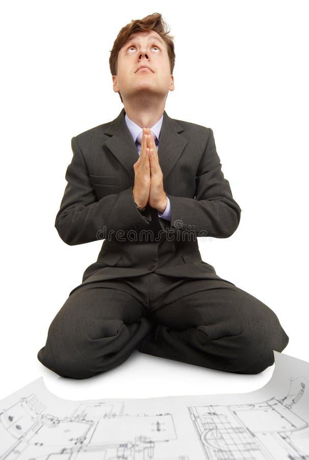 L'ingénieur prie à Dieu images libres de droits