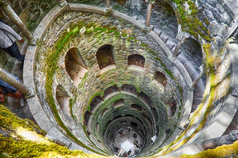 L'inizio bene in Quinta da Regaleira, Sintra immagini stock