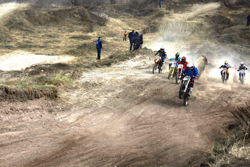L'inizio della concorrenza nel motocross fotografie stock