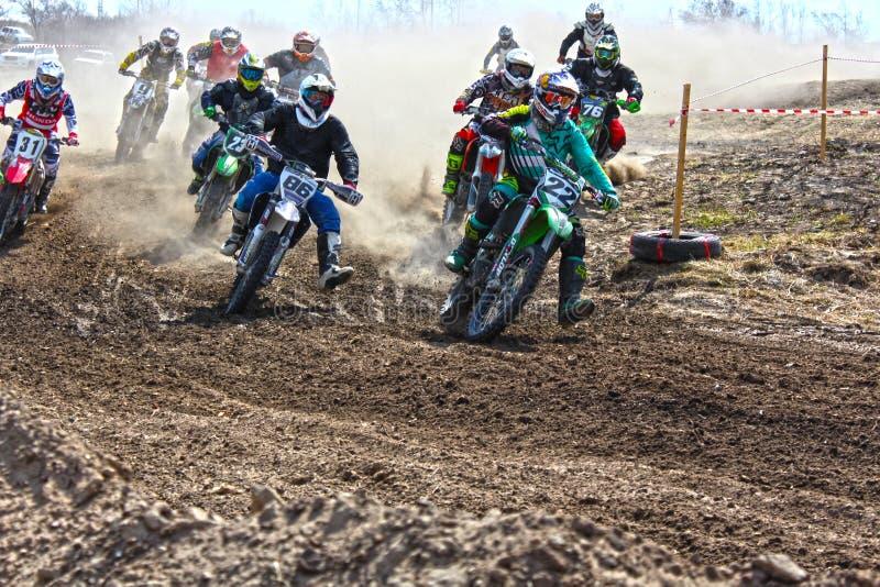 L'inizio della concorrenza nel motocross immagine stock