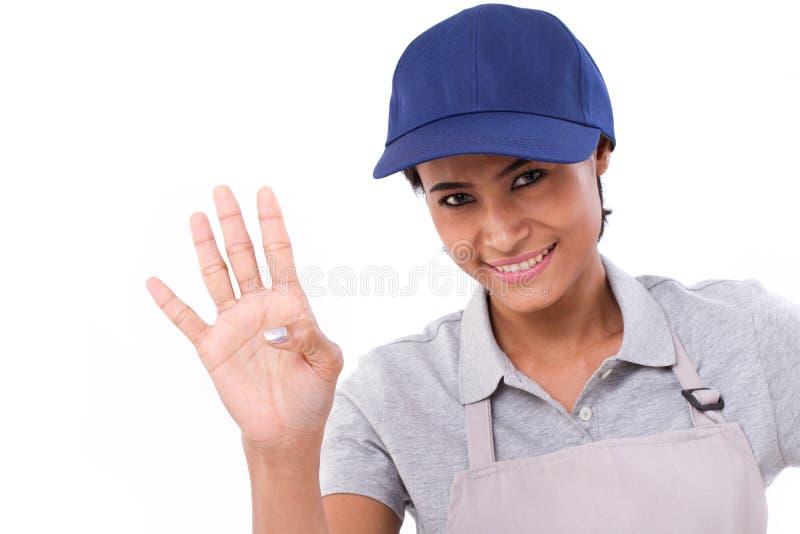 L'innalzamento sicuro della lavoratrice, indicante su 4 dita gesture immagini stock libere da diritti