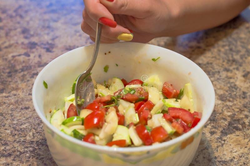 L'insalata, frutti, verdure, pomodoro, mangiando, sano vegetariano, si inverdisce, fa un spuntino, buongustaio, sostanza nutrient immagine stock libera da diritti