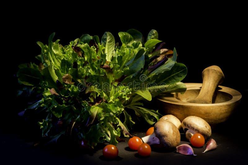 L'insalata lascia a funghi il pomodoro fotografia stock