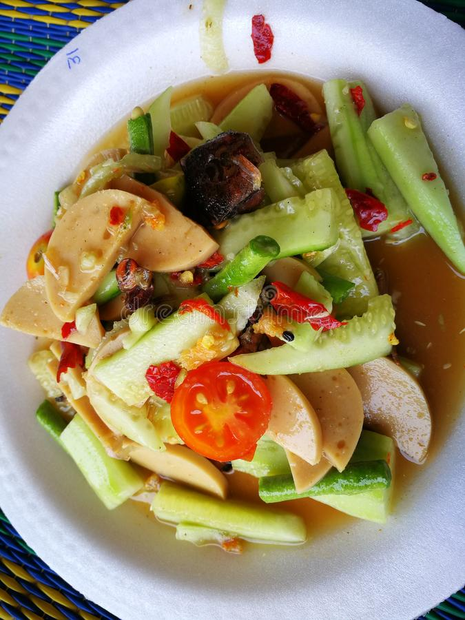 l'insalata piccante del cetriolo con il granchio nero Tailandia ha chiamato il granchio dell'agricoltore ed il gamberetto fresco  fotografia stock libera da diritti