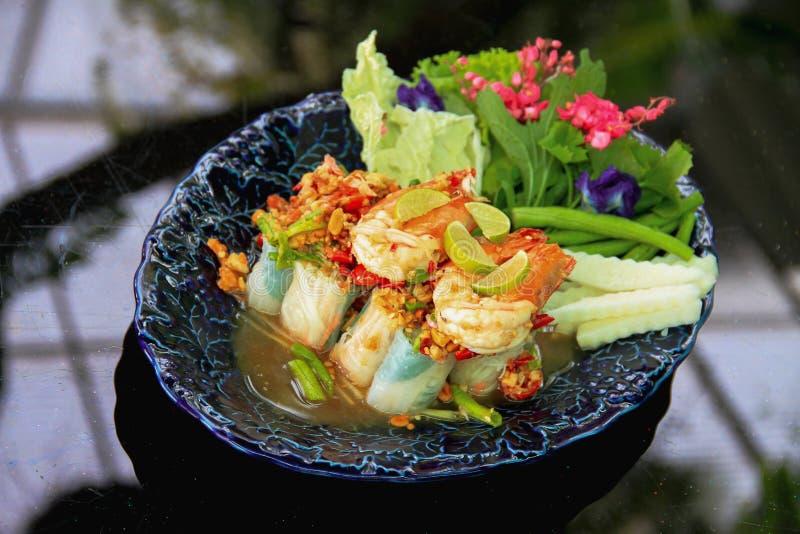 L'insalata vietnamita arriva a fiumi lo stile tailandese - pasto sano fotografia stock