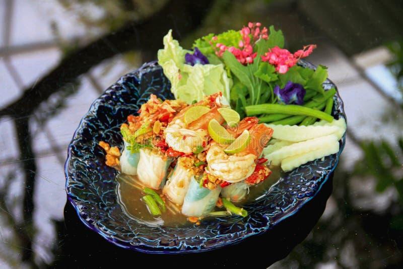 L'insalata vietnamita arriva a fiumi lo stile tailandese - pasto sano immagini stock