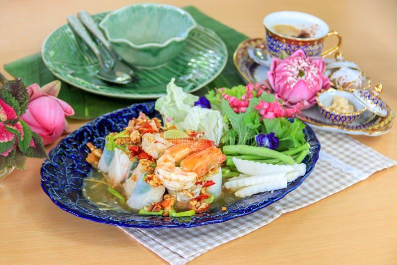 L'insalata vietnamita arriva a fiumi lo stile tailandese - pasto sano fotografie stock