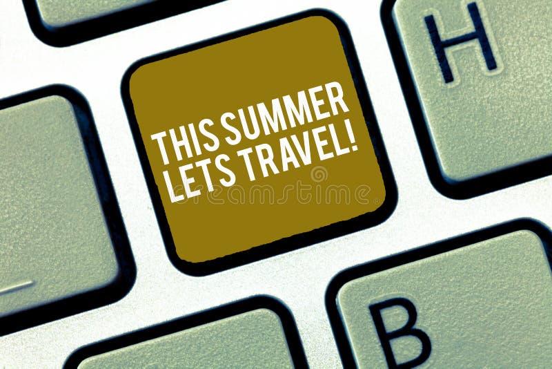 L'inscription apparence de note de cet été laisse le voyage Invitation de présentation de photo d'affaires de se déclencher la sa photo stock