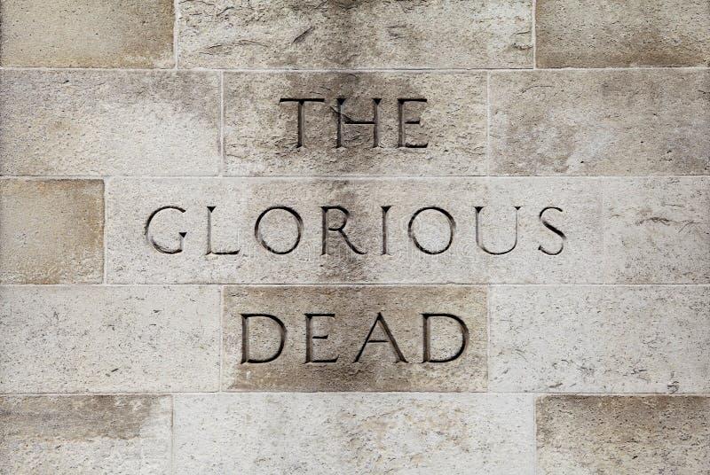 L'inscription morte glorieuse sur le cénotaphe à Londres photos stock