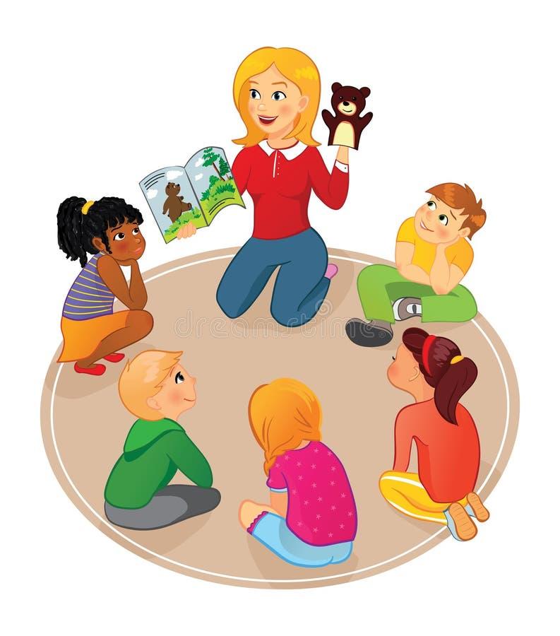L'insegnante legge un libro di fiabe ai bambini ed al burattino di manifestazione illustrazione di stock