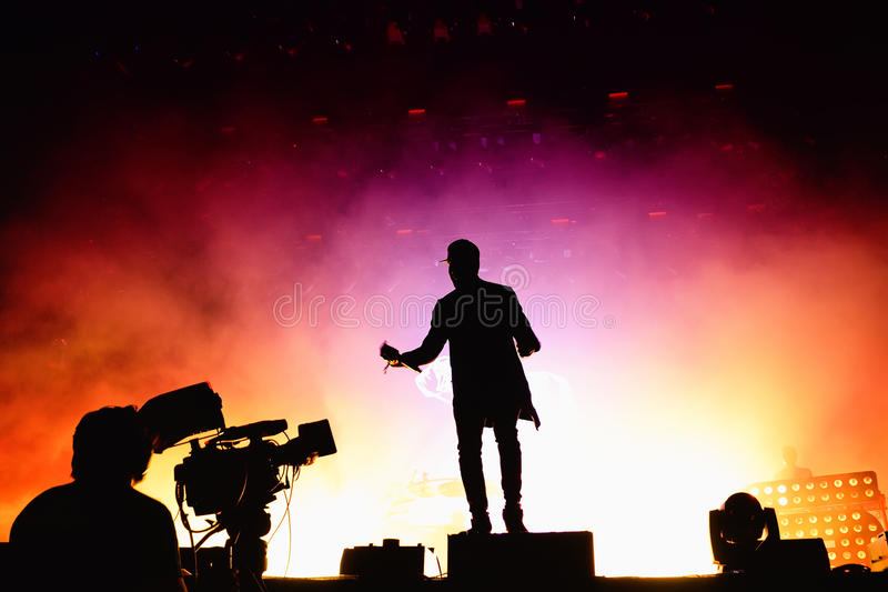L'inseguimento & lo stato (banda britannica di duo di produzione di musica elettronica) esegue al festival FIB immagini stock libere da diritti