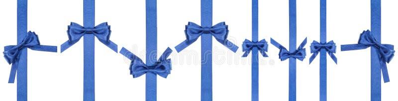 L'insieme del blu del raso si piega sui nastri verticali stretti fotografia stock libera da diritti