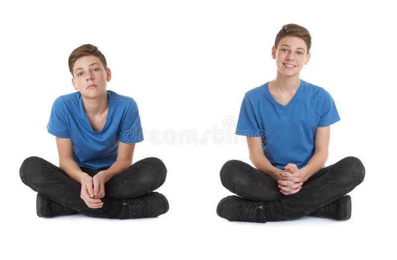 L'insieme del ragazzo sveglio dell'adolescente sopra bianco ha isolato il fondo immagini stock libere da diritti