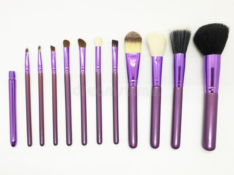 L'insieme delle spazzole del cosmetico per compone Isolato su fondo bianco 02 immagine stock
