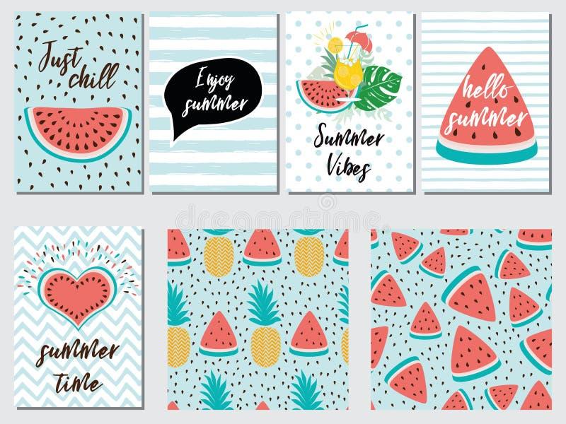 L'insieme di vettore delle carte di vacanza estiva con l'ananas dell'anguria della frutta cita il rosa blu illustrazione vettoriale