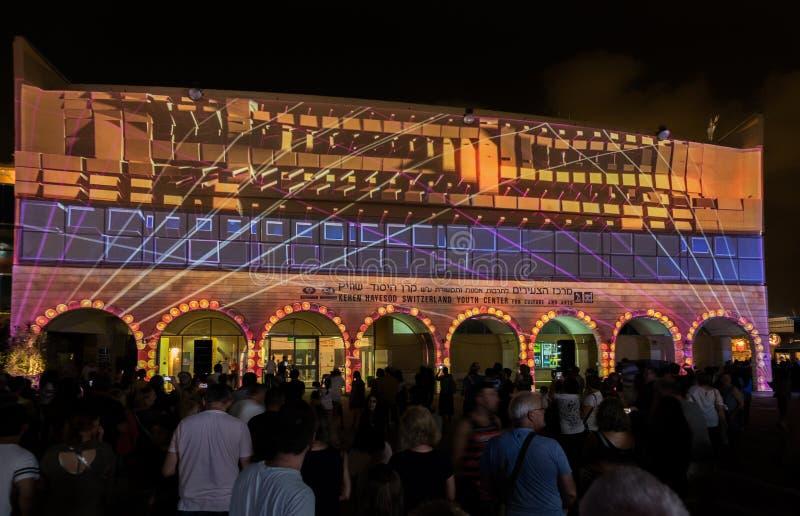L'installation abstraite sur le centre de jeunesse de la bière Sheva au festival des lumières photos libres de droits
