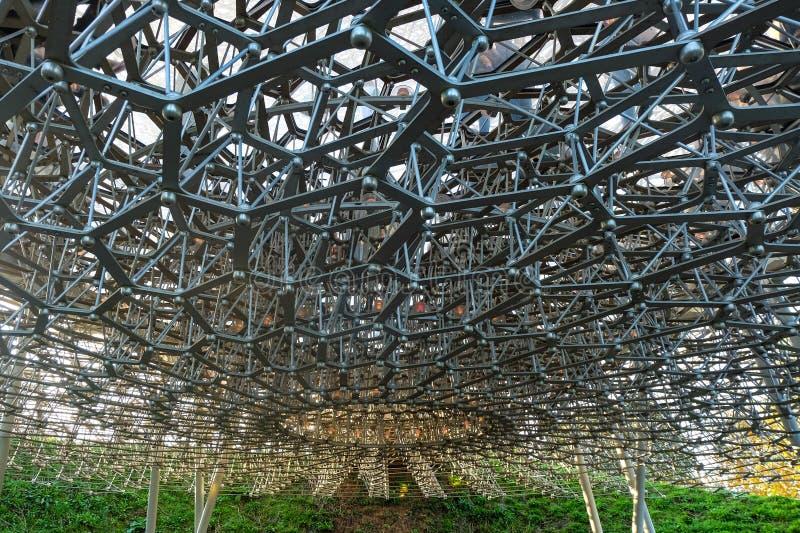 L'installazione multi-sensoriale dell'alveare nei giardini di Kew fotografia stock