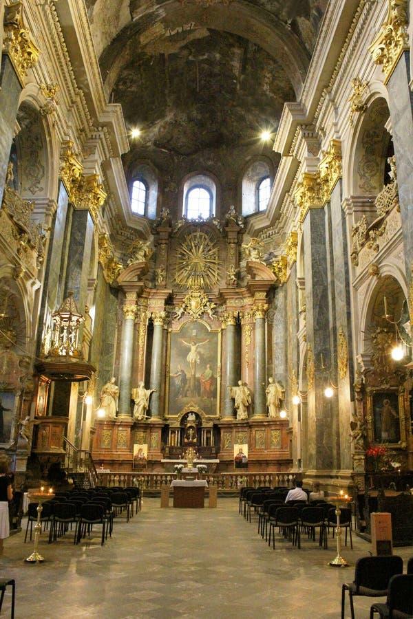 L'intérieur de l'église de jésuite est consacré au Sts Peter et Paul image stock