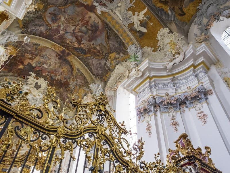 L'intérieur particulièrement bel de l'église baroque de St Paulinus dans le Trier - la ville la plus ancienne en Allemagne, détai photo libre de droits