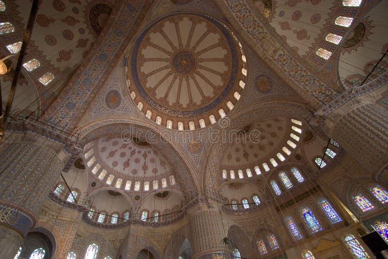 L'interiore blu della moschea immagini stock libere da diritti