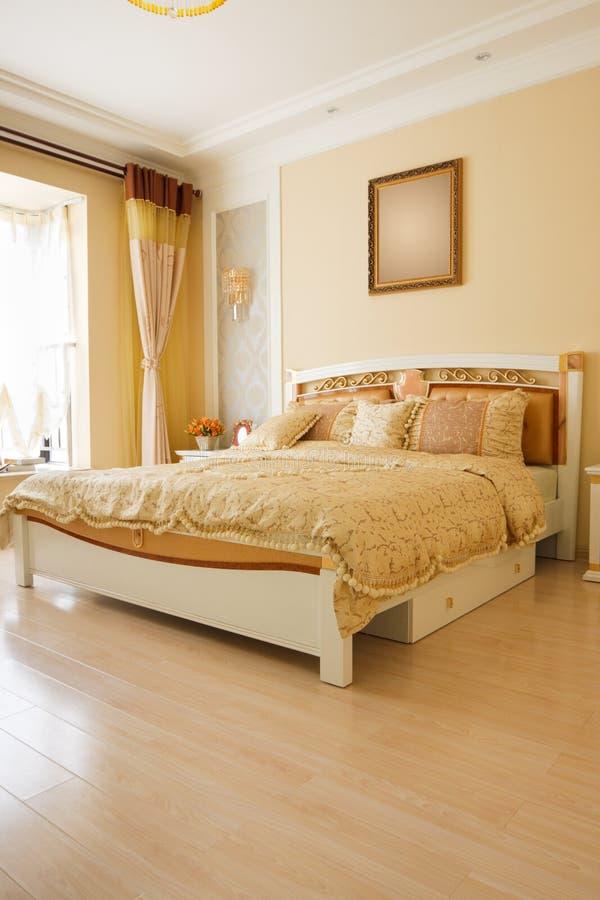 L 39 interiore costoso di lusso della camera da letto for Planimetrie della cabina di lusso