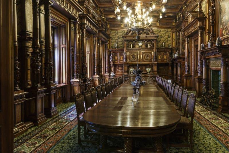 L'interno del castello di Peles in Sinaia, Romania immagini stock libere da diritti