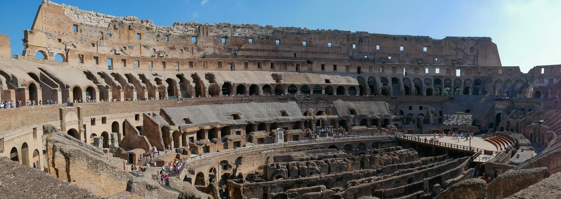 L'interno del Colosseo a Roma, Italia - panorama immagine stock libera da diritti