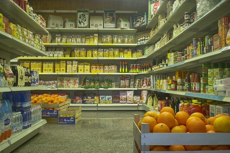 L'interno del minimarket fotografia stock