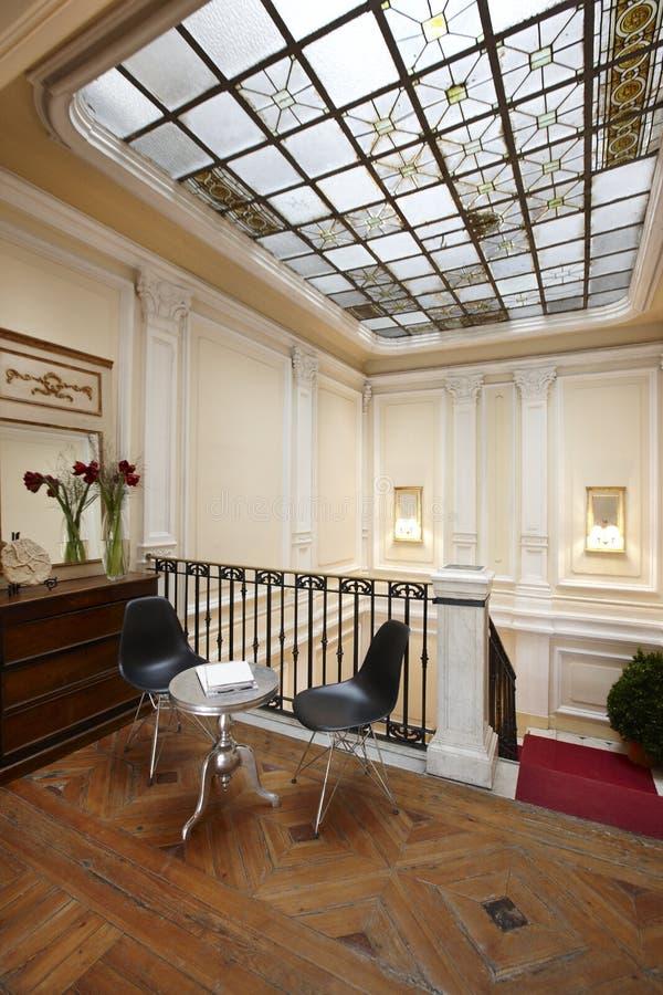L 39 interno della casa con vetro ha decorato il tetto for Interno della casa