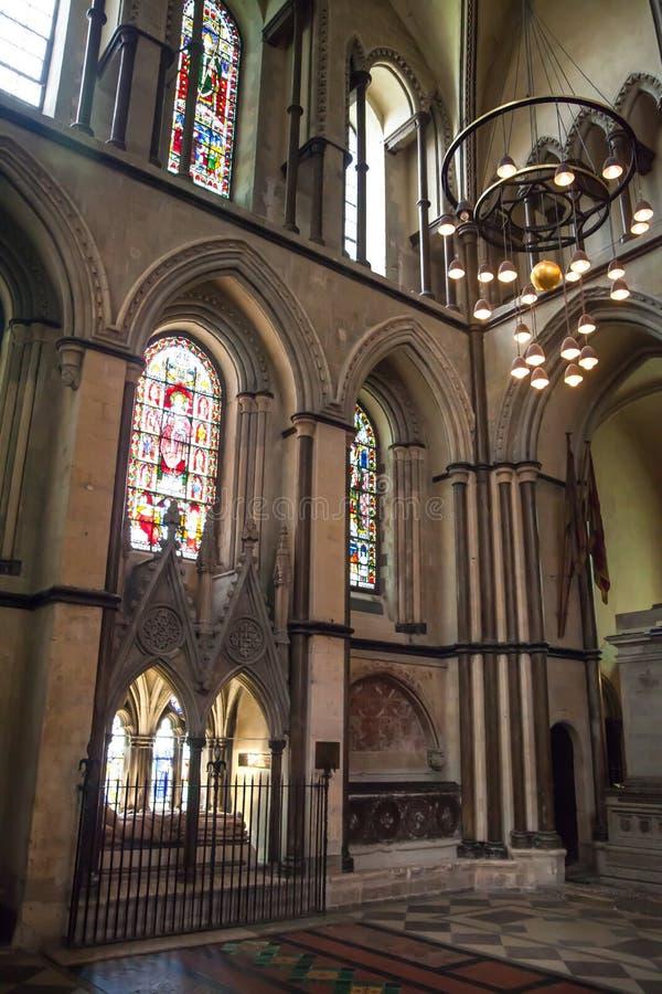 L'interno della cattedrale di Rochester è l'Inghilterra in secondo luogo più vecchia, essendo fondando in 604AD fotografia stock