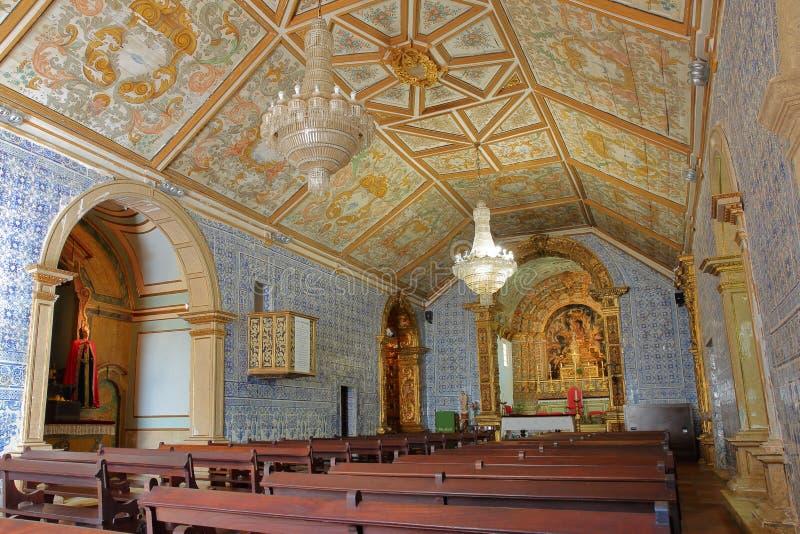 L'interno della chiesa Igreja Matriz di Vila do Bispo, con stile barrocco e decorato con Azulejos immagini stock libere da diritti